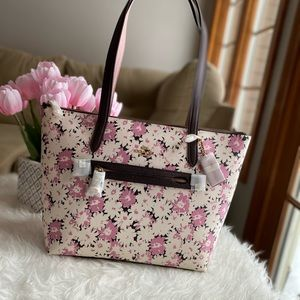 Taylor Tote With Daisy Print